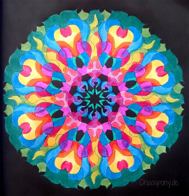 Mandala ausgemalt mit schwarzem Hintergrund, Malbuch für Erwachsene