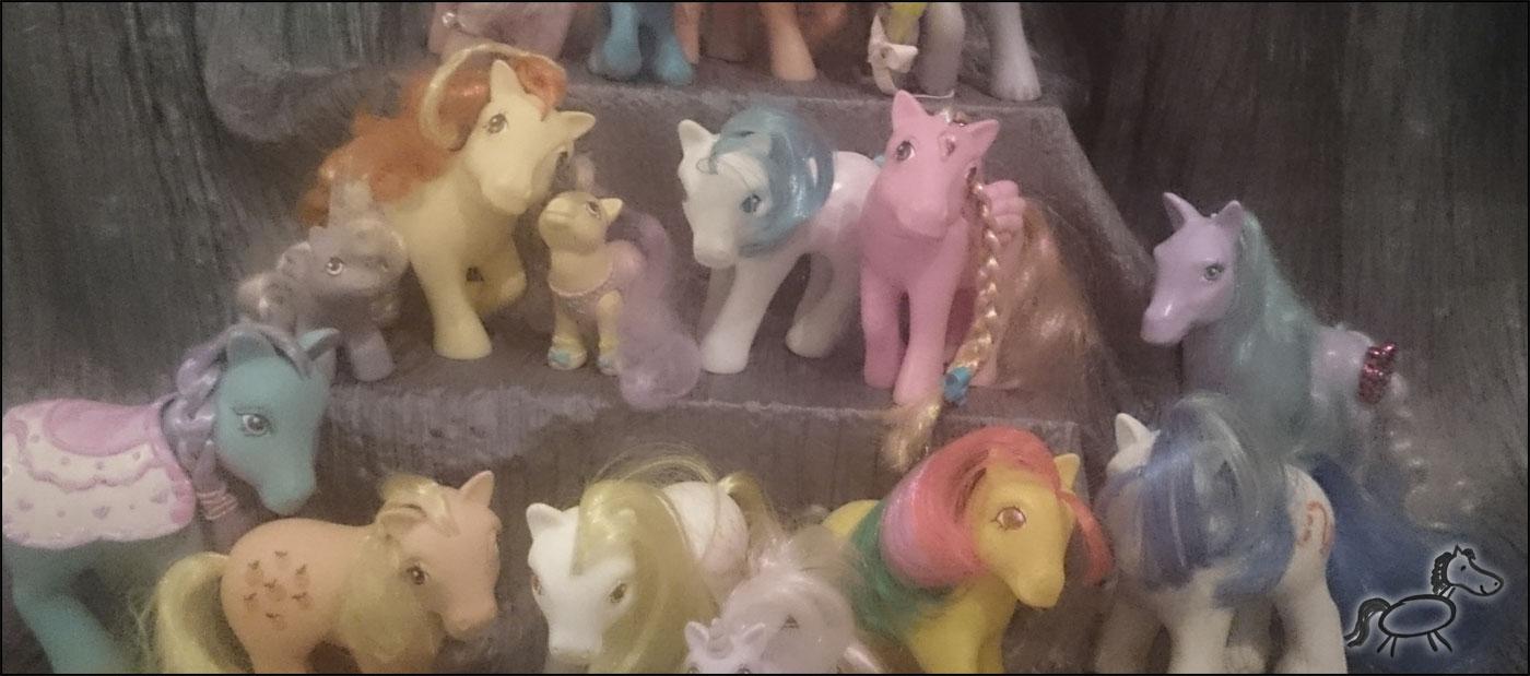 Viele kleine Ponys